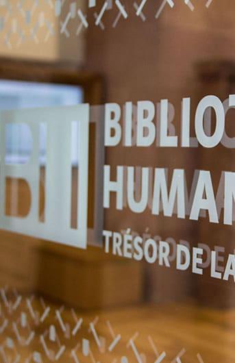 Détaille de la vitre d'entrée à la bibliothèque Humaniste de Sélestat