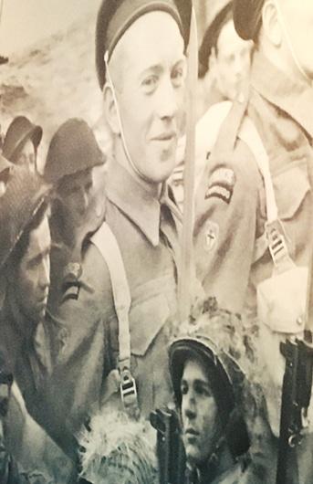 Aperçu de la frise photographique parcours de visite département contemporain du Musée de l'Armée, Hôtel des Invalides, Paris