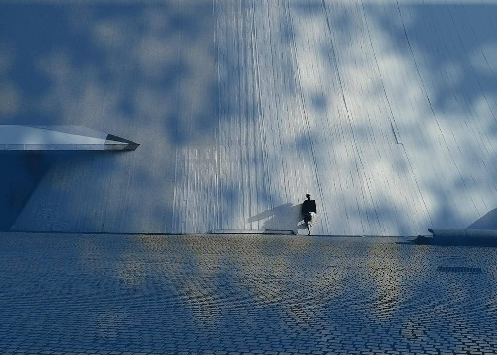 Sergio en face du Vulcan, à Le Havre